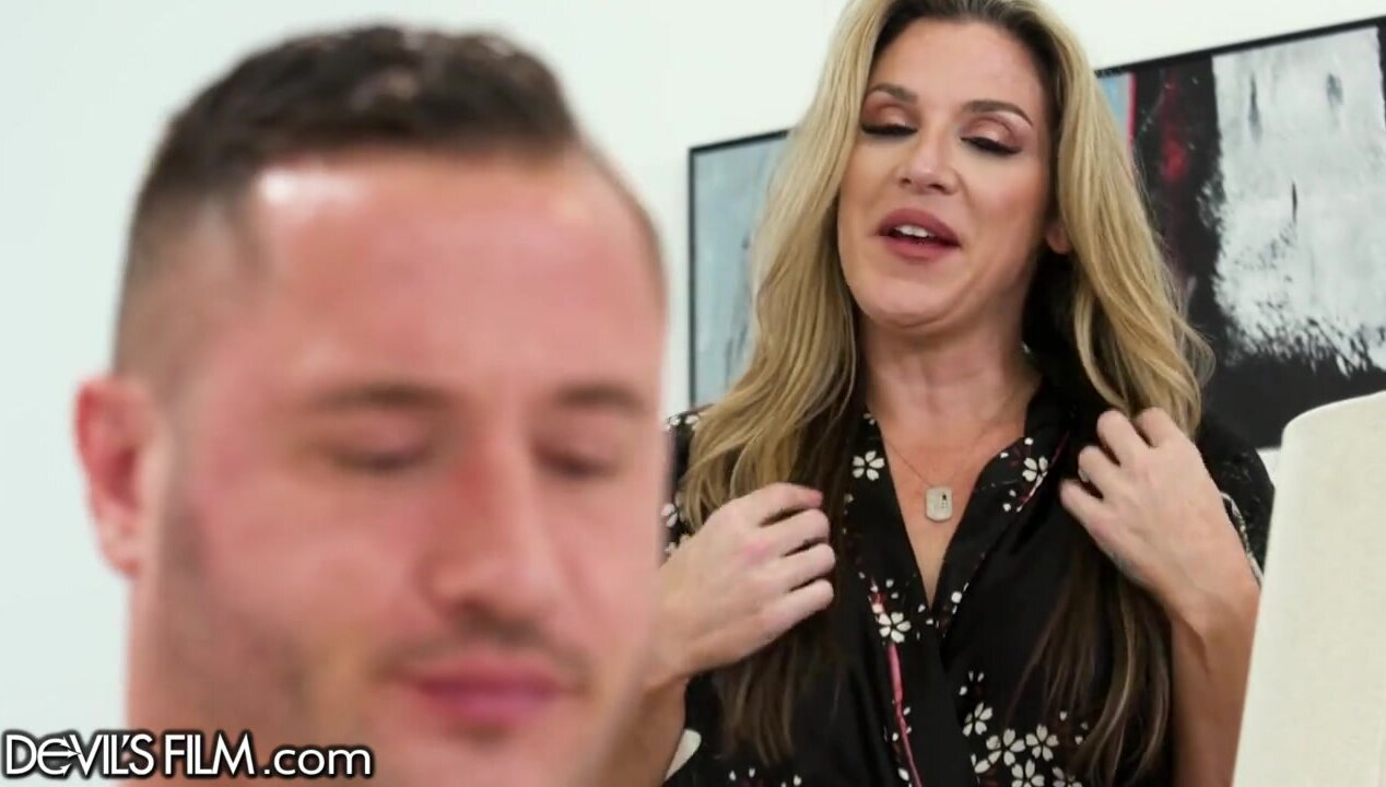 Busty MILF watches how her husband nails svelte blonde